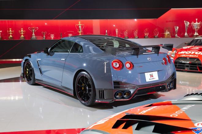 10-mẫu-xe-dùng-động-cơ-V6-đỉnh-1-thế-giới (3).jpg