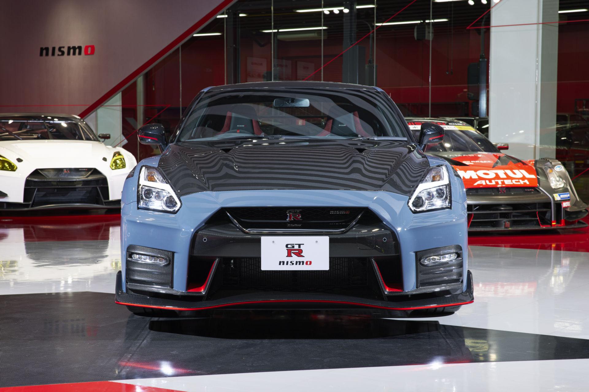 2022-Nissan-GT-R-Nismo-2.jpg