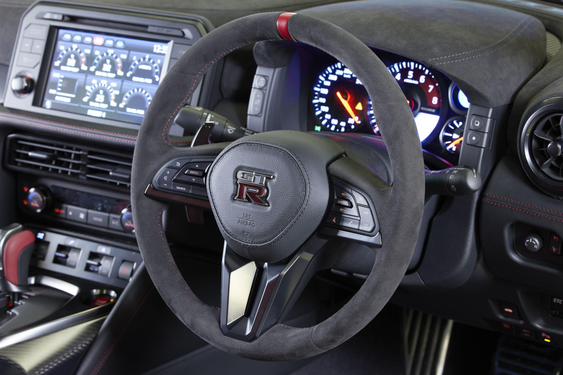 2022-Nissan-GT-R-Nismo-28.jpg