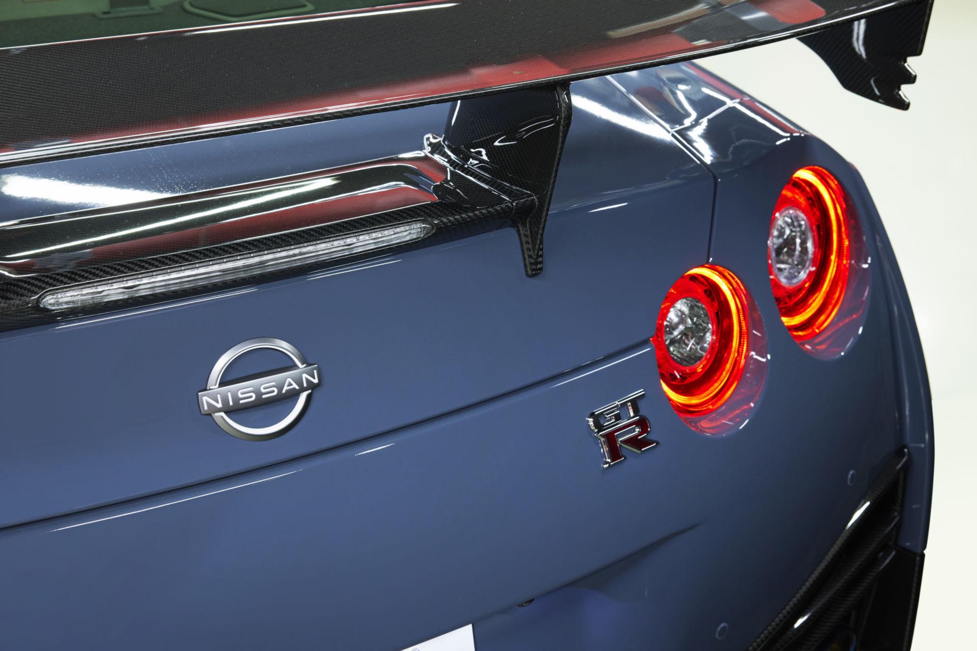 2022-Nissan-GT-R-Nismo-30.jpg