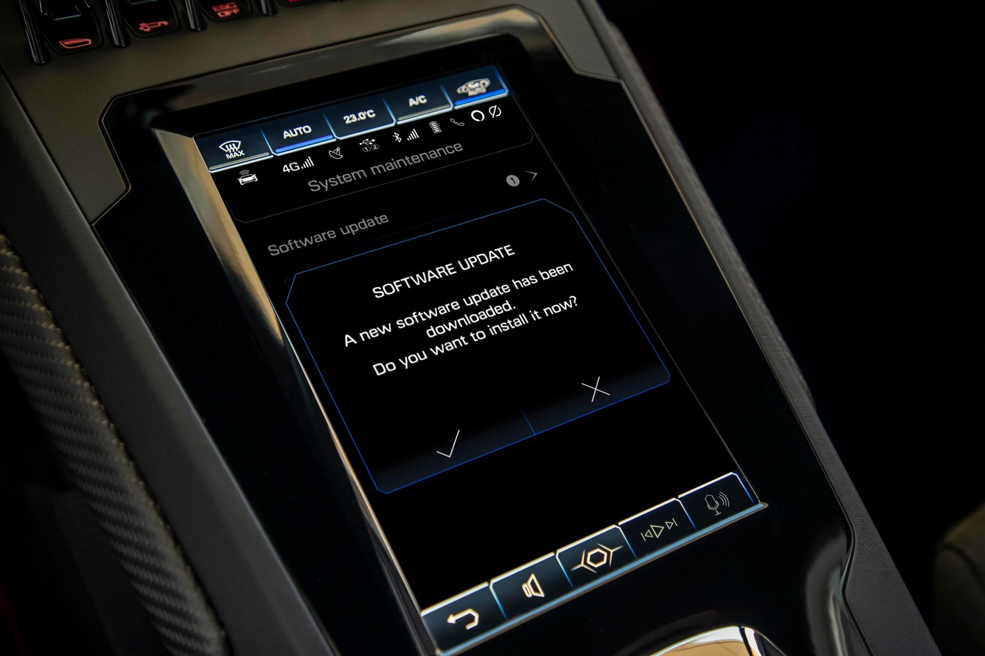 Alexa on Huracan EVO (5).jpg