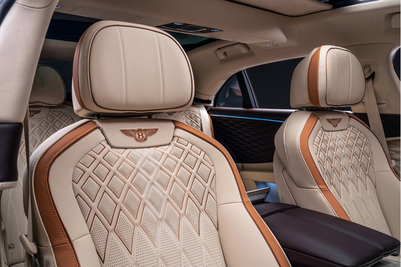 Bentley Flying Spur Hybrid Odyssean Edition (10).JPG