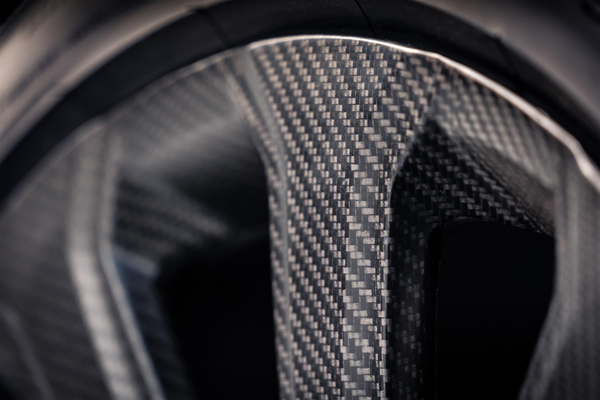 Bentley-ra-mắt-mâm-xe-bằng-sợi-carbon-cho-Bentayga (2).jpg