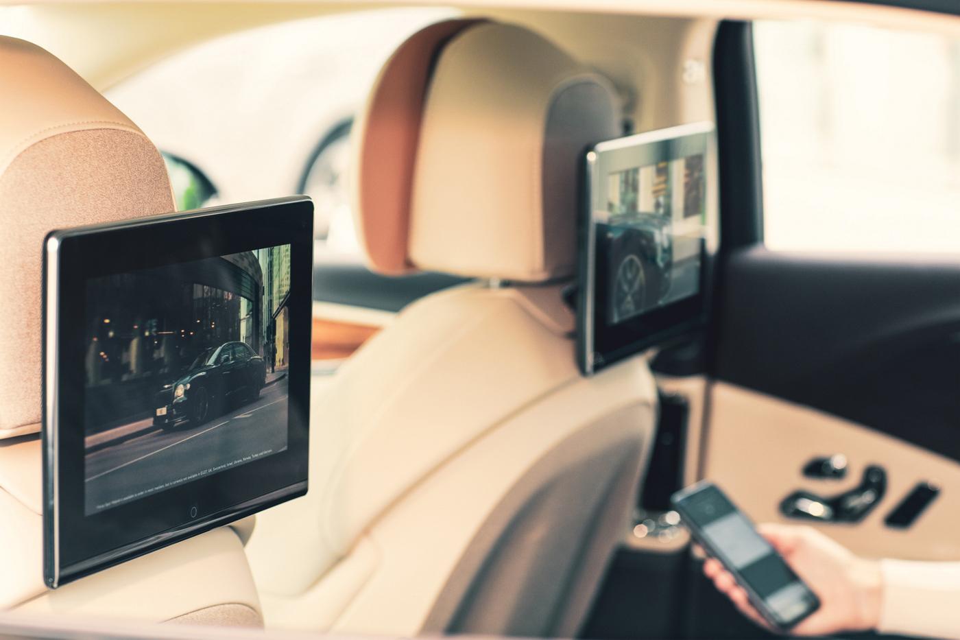 Bentley Rear Entertaiment System (5).JPG