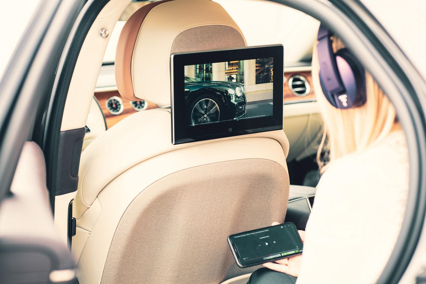 Bentley Rear Entertaiment System (6).JPG