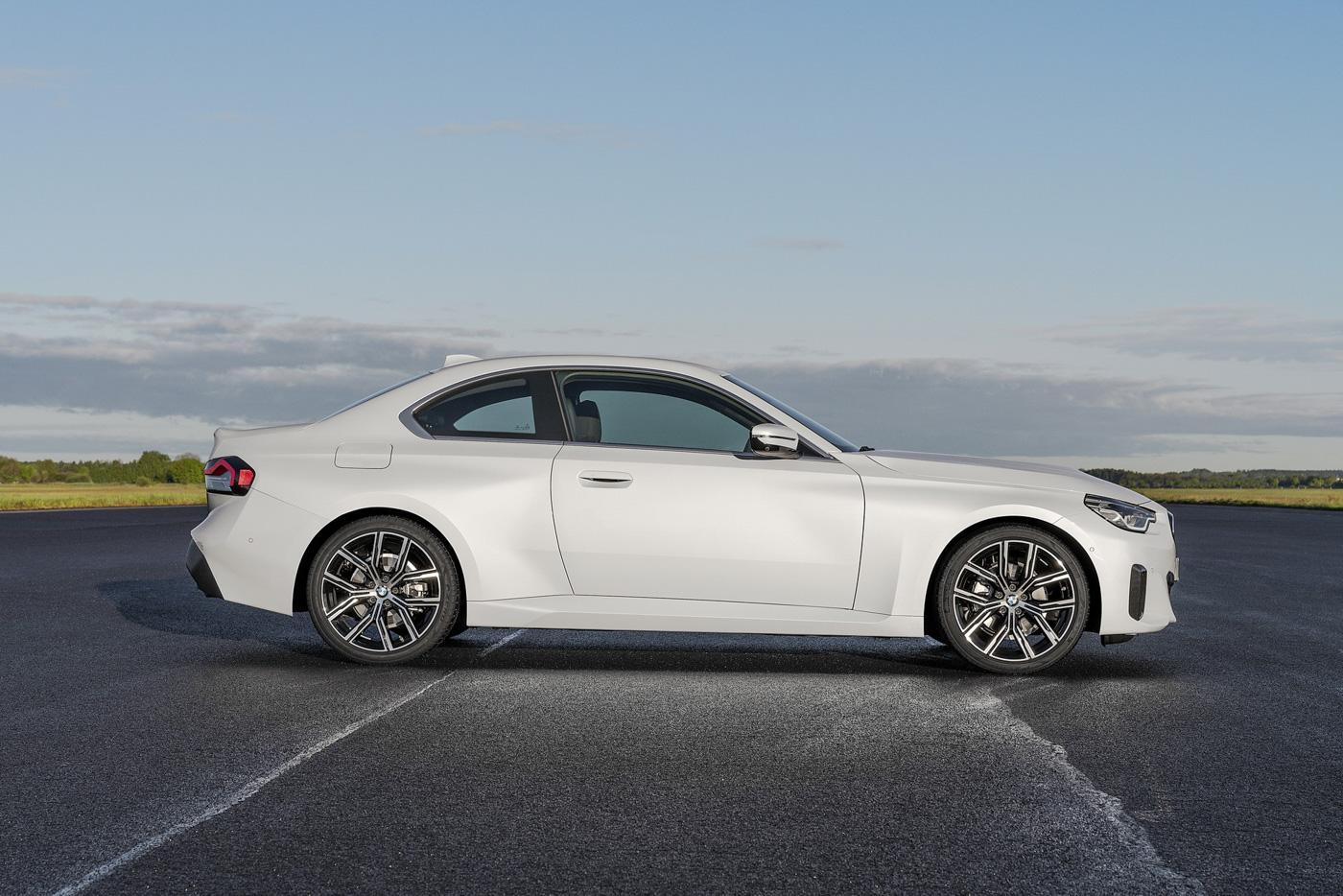 BMW-2-series-2022-ra-mắt-với-giá-bán-từ-36350-usd-31.jpg