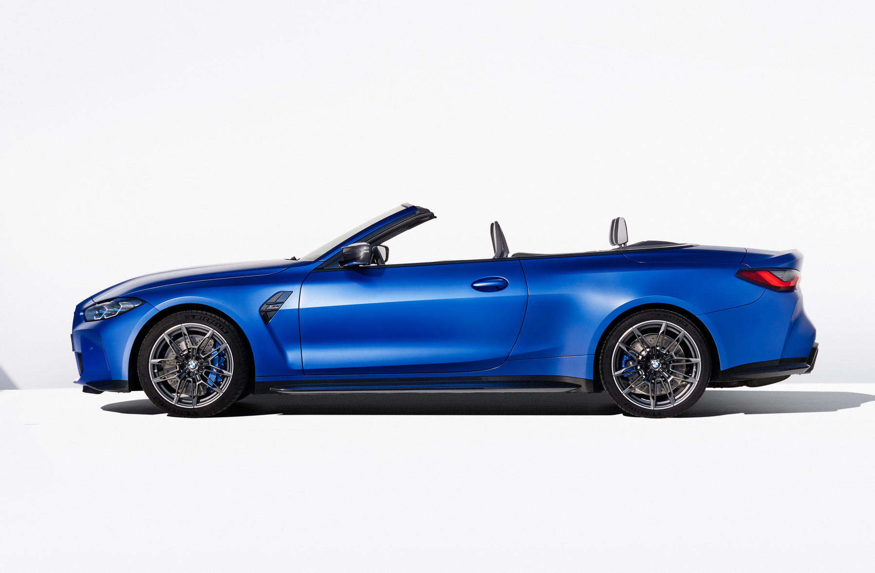BMW-M4-Competition-Convertible-xdrive_04.jpg