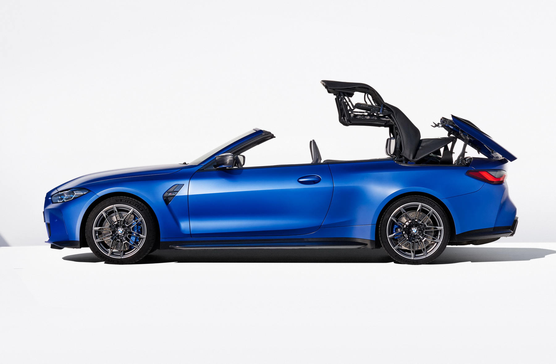 BMW-M4-Competition-Convertible-xdrive_05.jpg