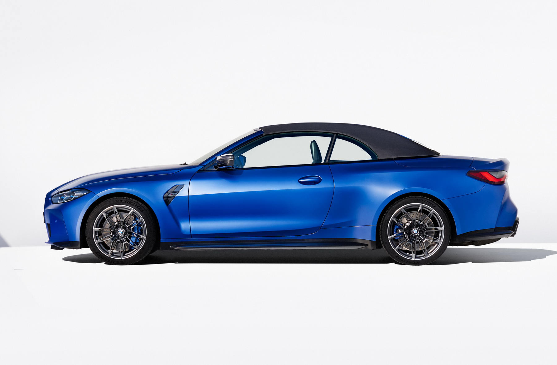 BMW-M4-Competition-Convertible-xdrive_07.jpg