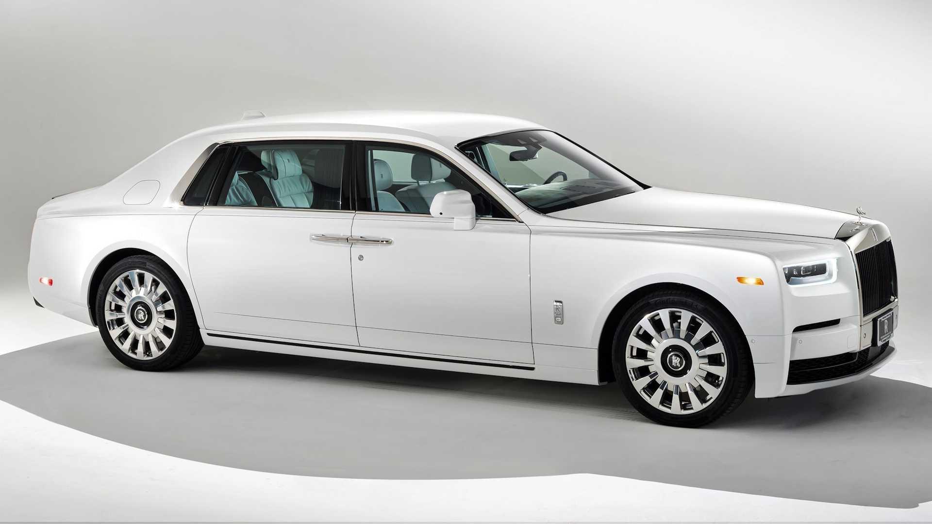 Bộ-đôi-Rolls-Royce-cá-nhân-hóa-kỷ-niệm-dịp-đặc-biệt-của-chủ-nhân (10).jpg
