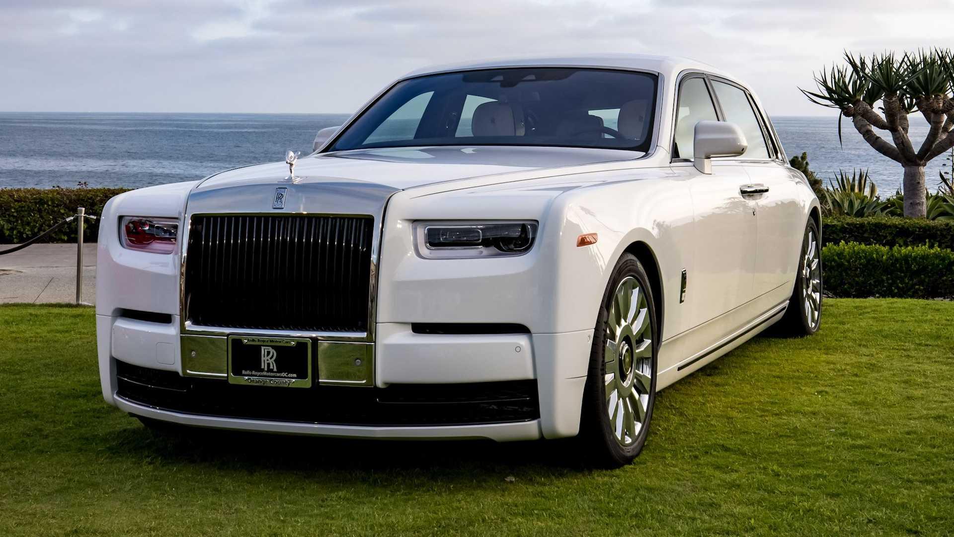 Bộ-đôi-Rolls-Royce-cá-nhân-hóa-kỷ-niệm-dịp-đặc-biệt-của-chủ-nhân (11).jpg