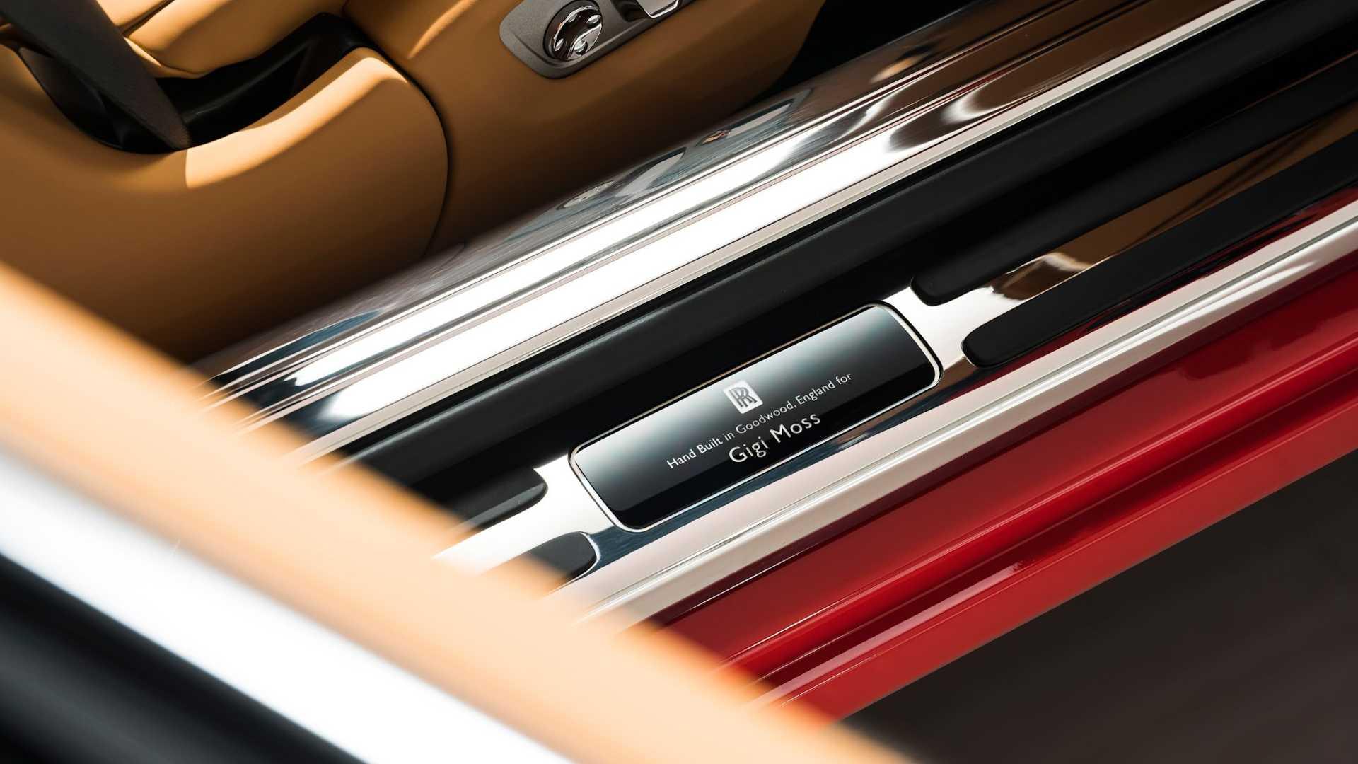 Bộ-đôi-Rolls-Royce-cá-nhân-hóa-kỷ-niệm-dịp-đặc-biệt-của-chủ-nhân (2).jpg