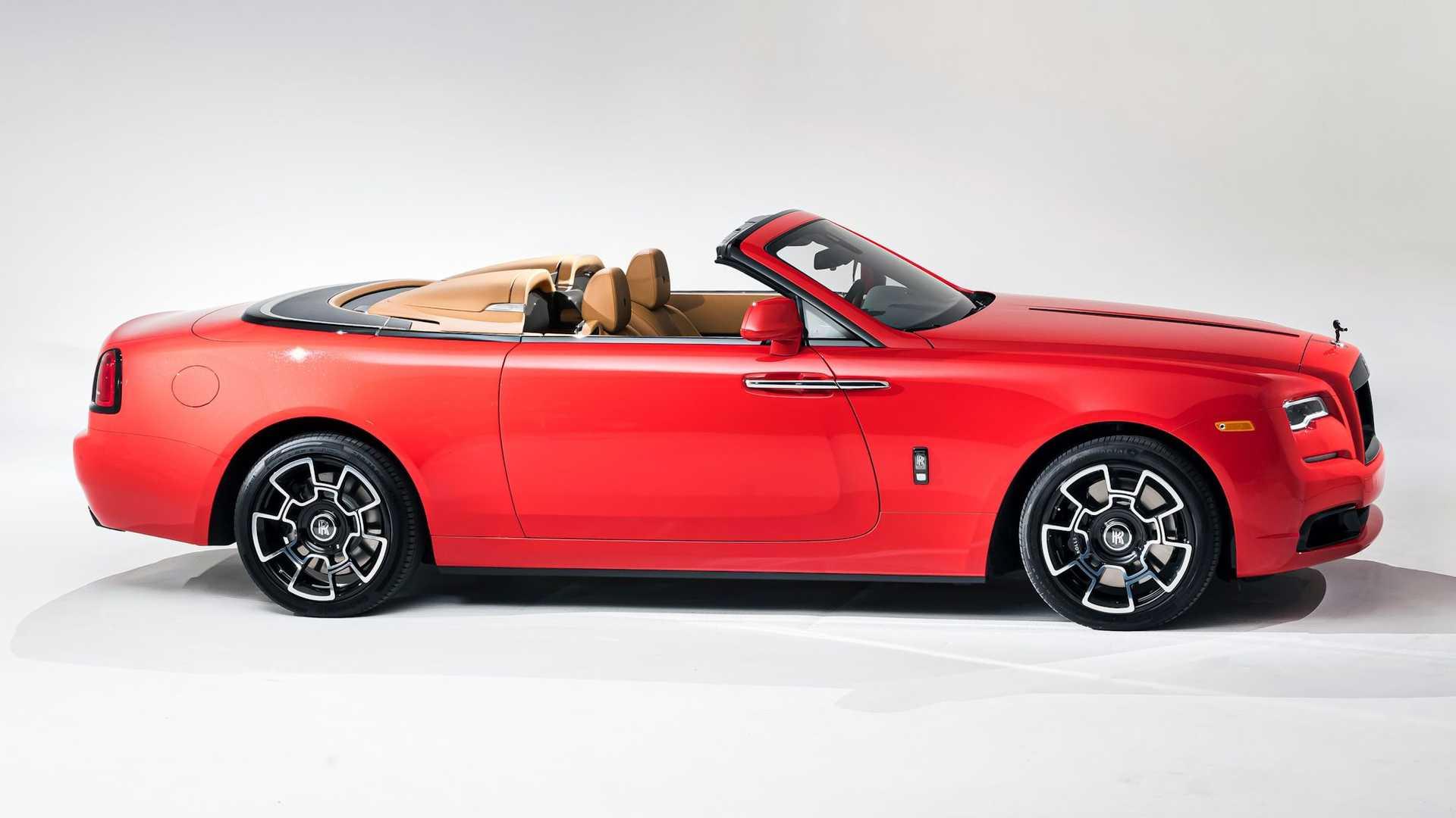 Bộ-đôi-Rolls-Royce-cá-nhân-hóa-kỷ-niệm-dịp-đặc-biệt-của-chủ-nhân (4).jpg