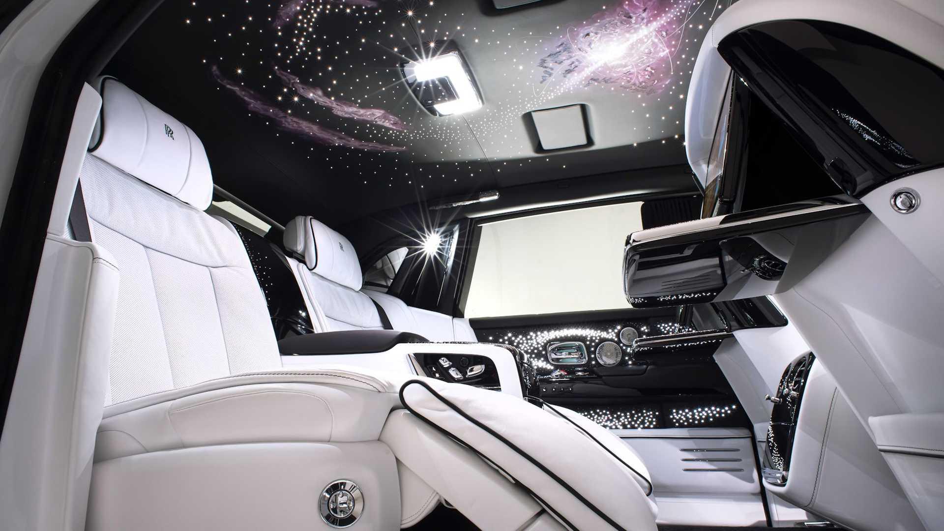 Bộ-đôi-Rolls-Royce-cá-nhân-hóa-kỷ-niệm-dịp-đặc-biệt-của-chủ-nhân (6).jpg