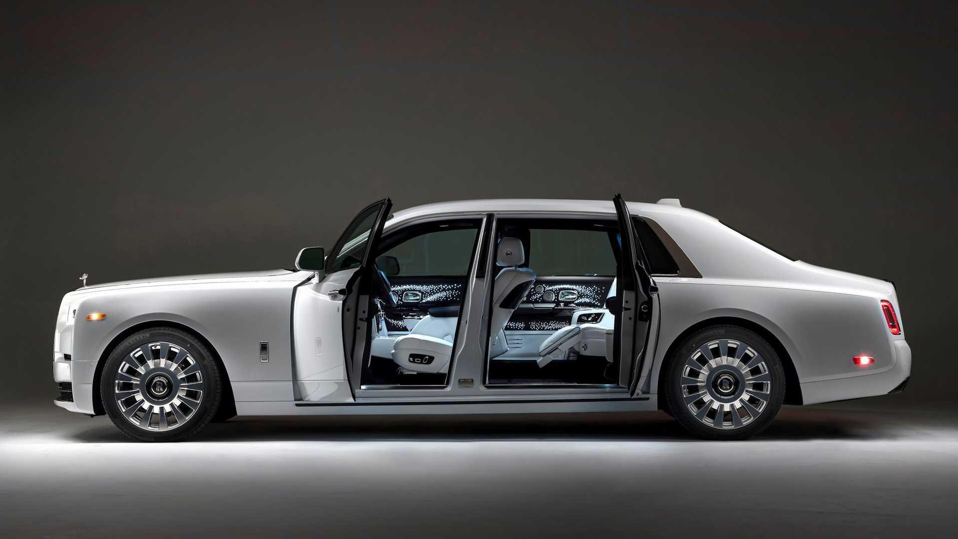 Bộ-đôi-Rolls-Royce-cá-nhân-hóa-kỷ-niệm-dịp-đặc-biệt-của-chủ-nhân (8).jpg
