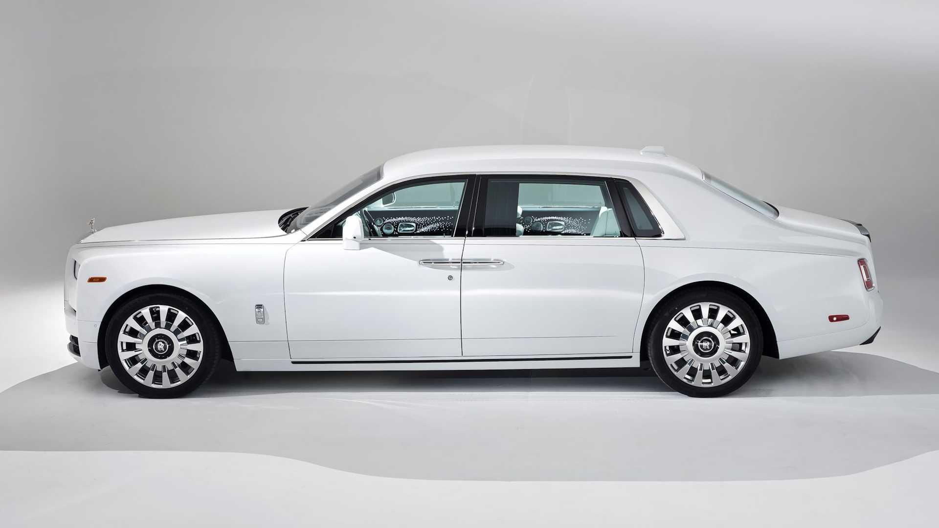 Bộ-đôi-Rolls-Royce-cá-nhân-hóa-kỷ-niệm-dịp-đặc-biệt-của-chủ-nhân (9).jpg