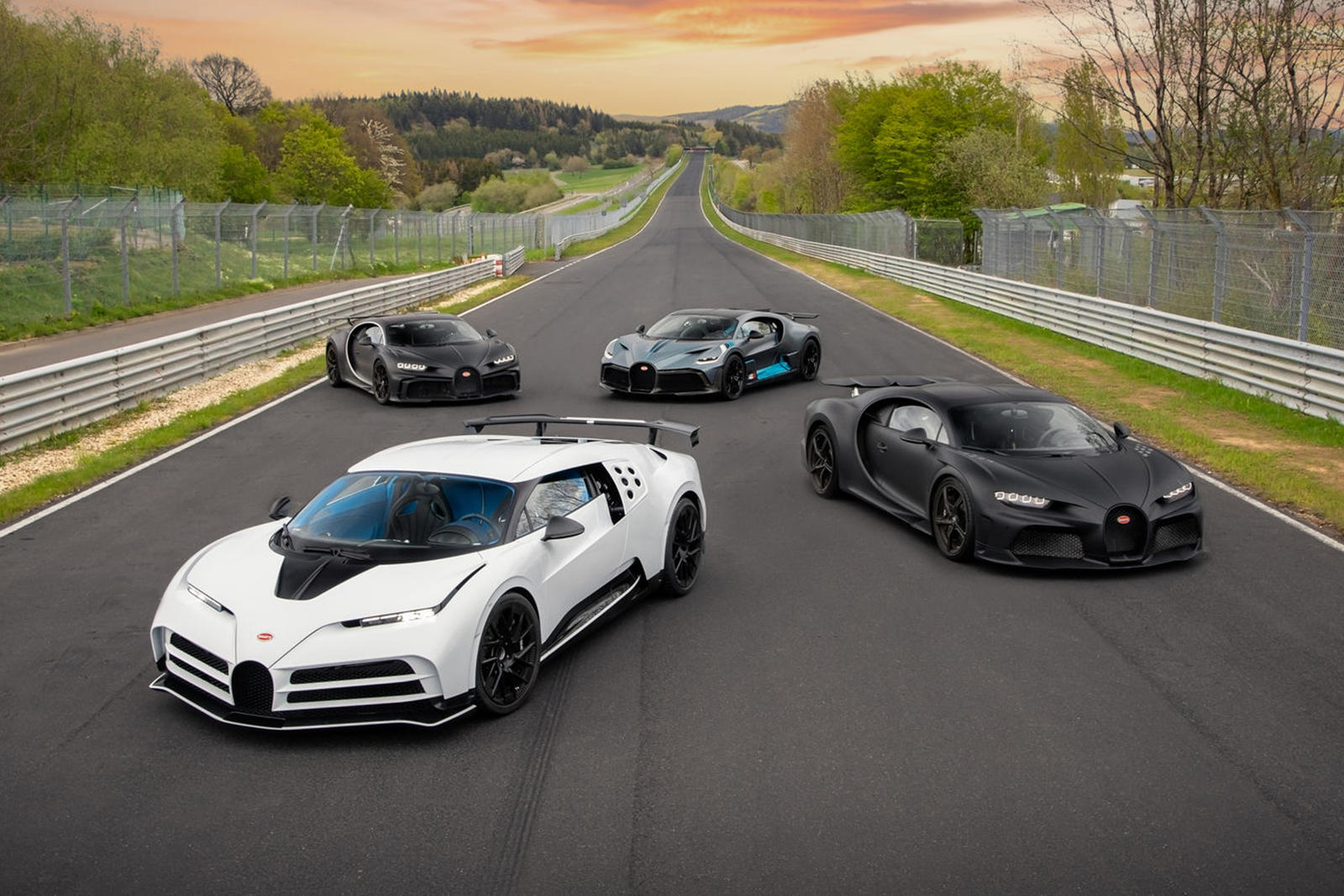 Bugatti-mang-dàn-hypercar-hơn-2-triệu-đô-đến-Nurburgring (11).jpg