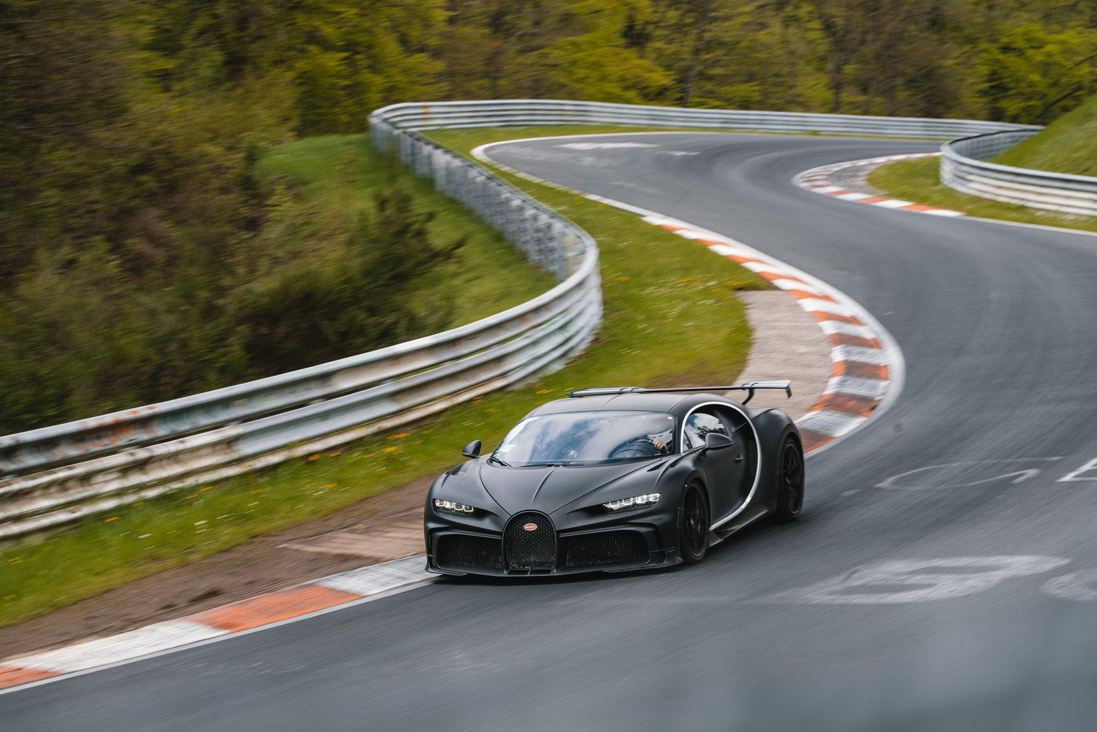 Bugatti-mang-dàn-hypercar-hơn-2-triệu-đô-đến-Nurburgring (3).jpg