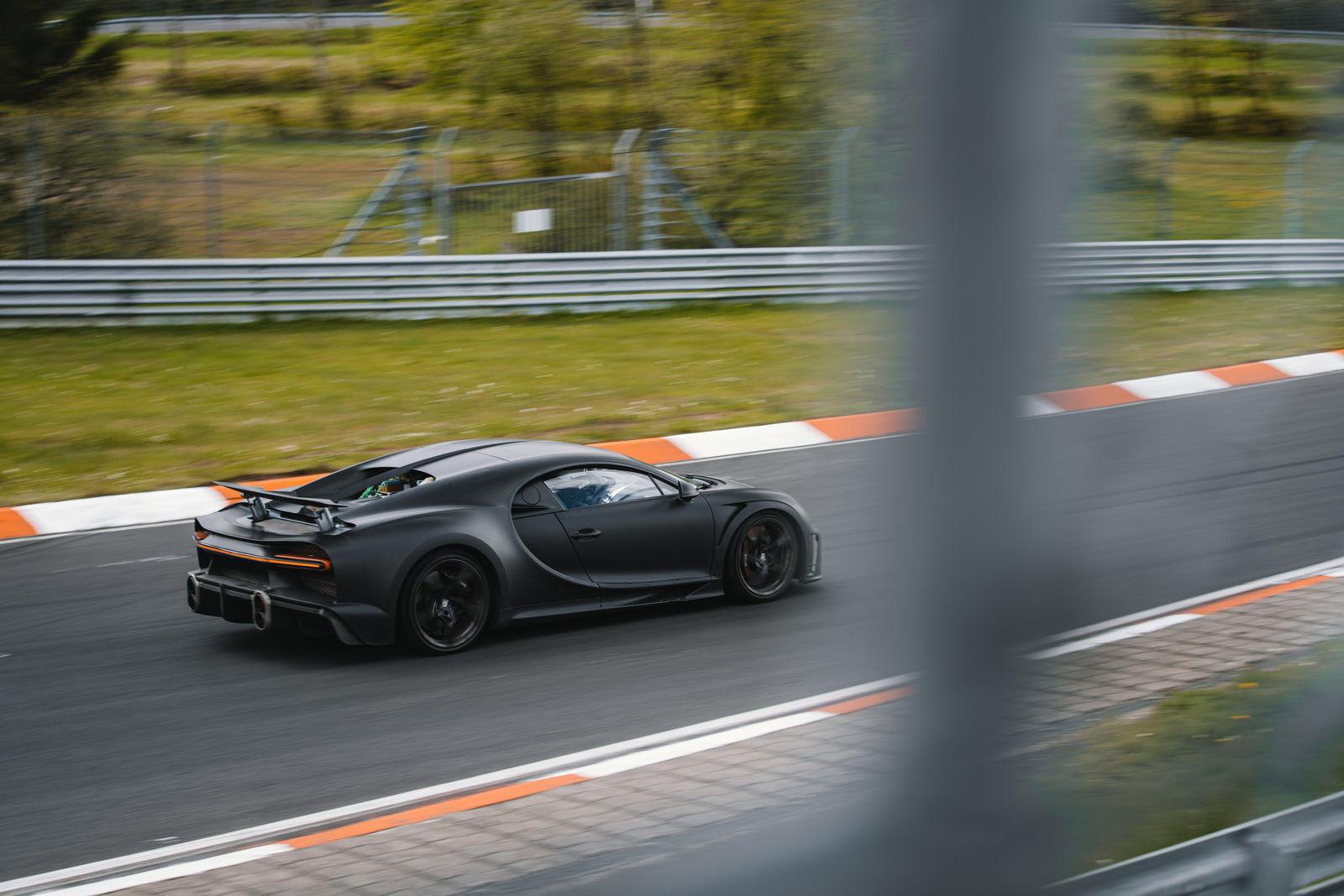 Bugatti-mang-dàn-hypercar-hơn-2-triệu-đô-đến-Nurburgring (4).jpg
