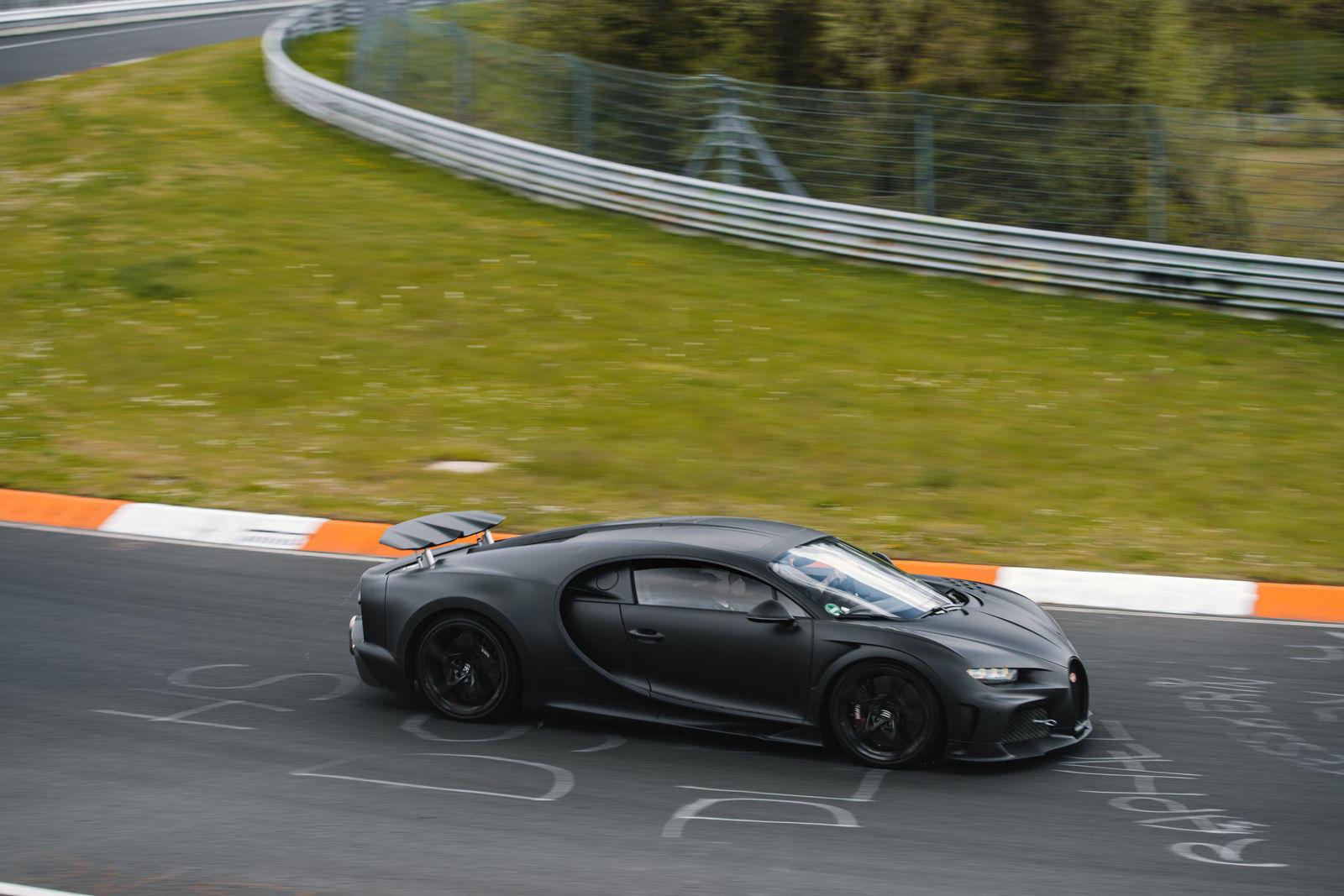 Bugatti-mang-dàn-hypercar-hơn-2-triệu-đô-đến-Nurburgring (5).jpg