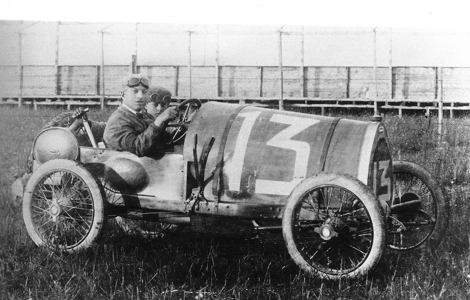 Bugatti Type 13 Brescia (1).jpg