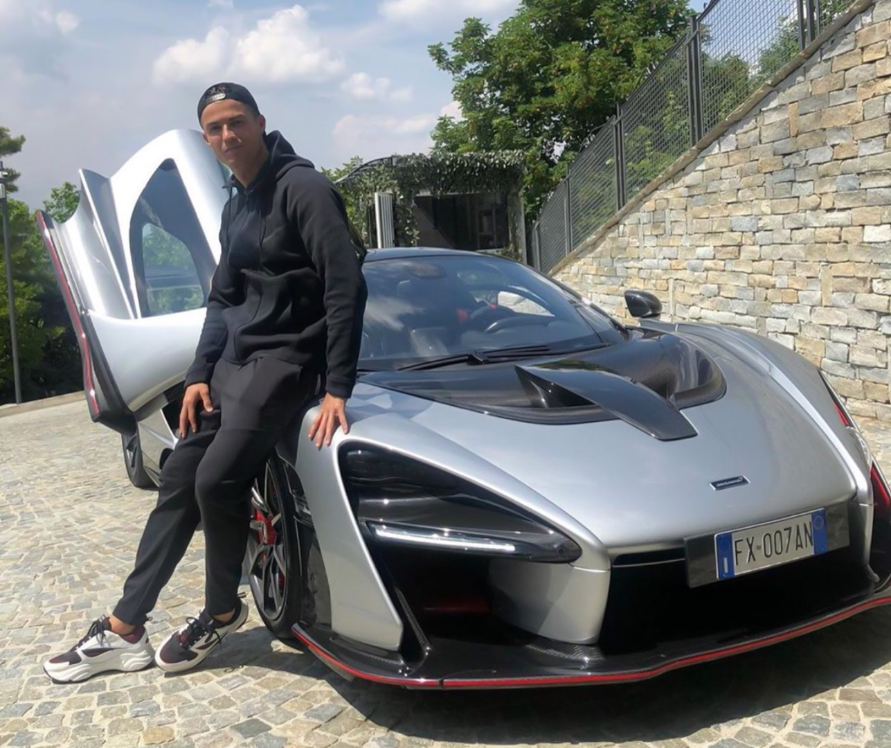 CP-Bộ sưu tập xe của Cristiano Ronaldo (1).jpg
