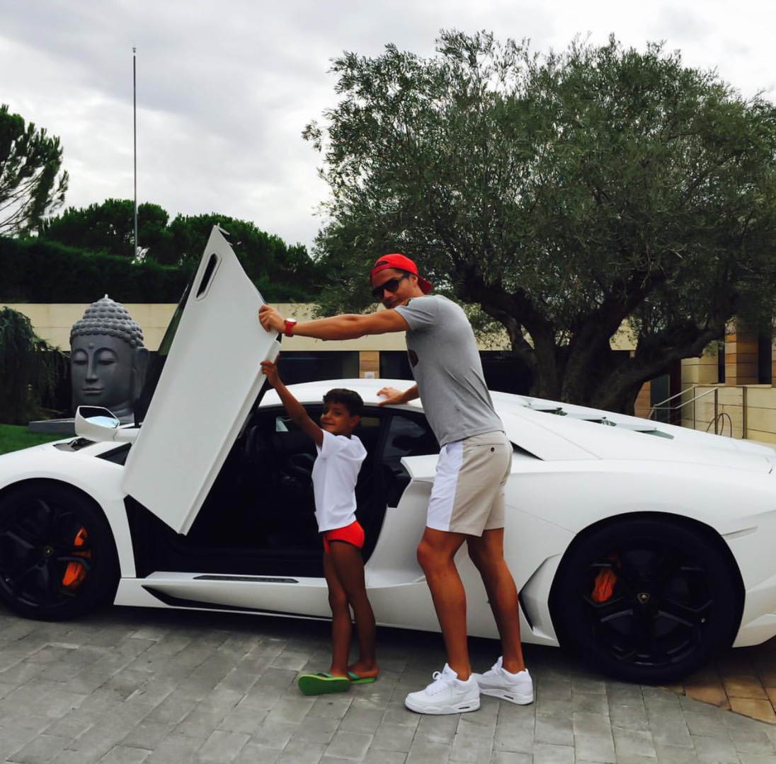 CP-Bộ sưu tập xe của Cristiano Ronaldo (26).jpg