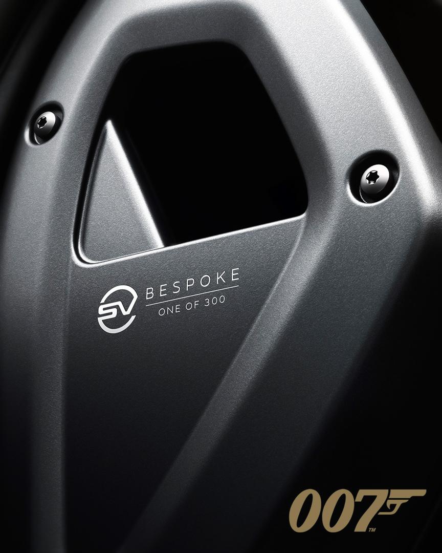 CP-Land Rover Defender V8 Bond Edition (11).jpg