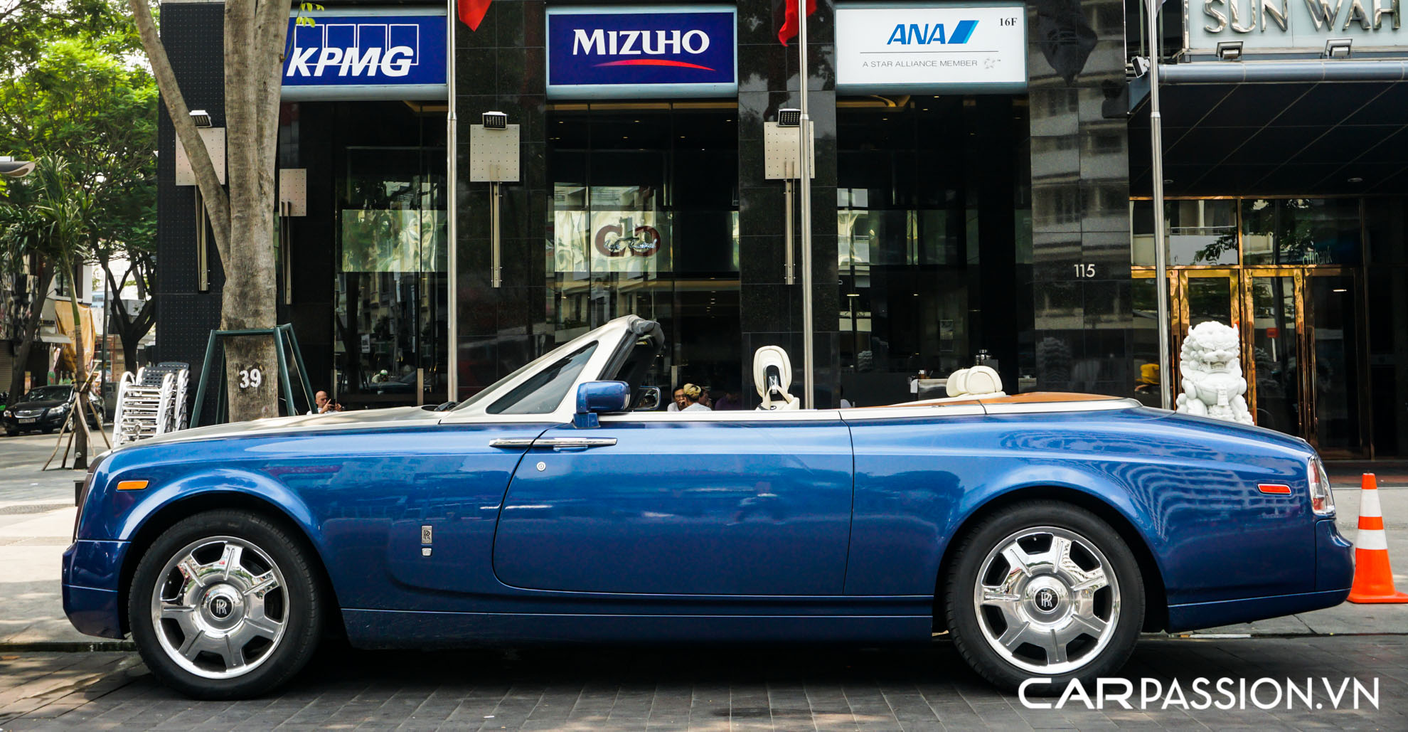 CP-Rolls-Royce Phantom Drophead Coupe xanh (12).jpg