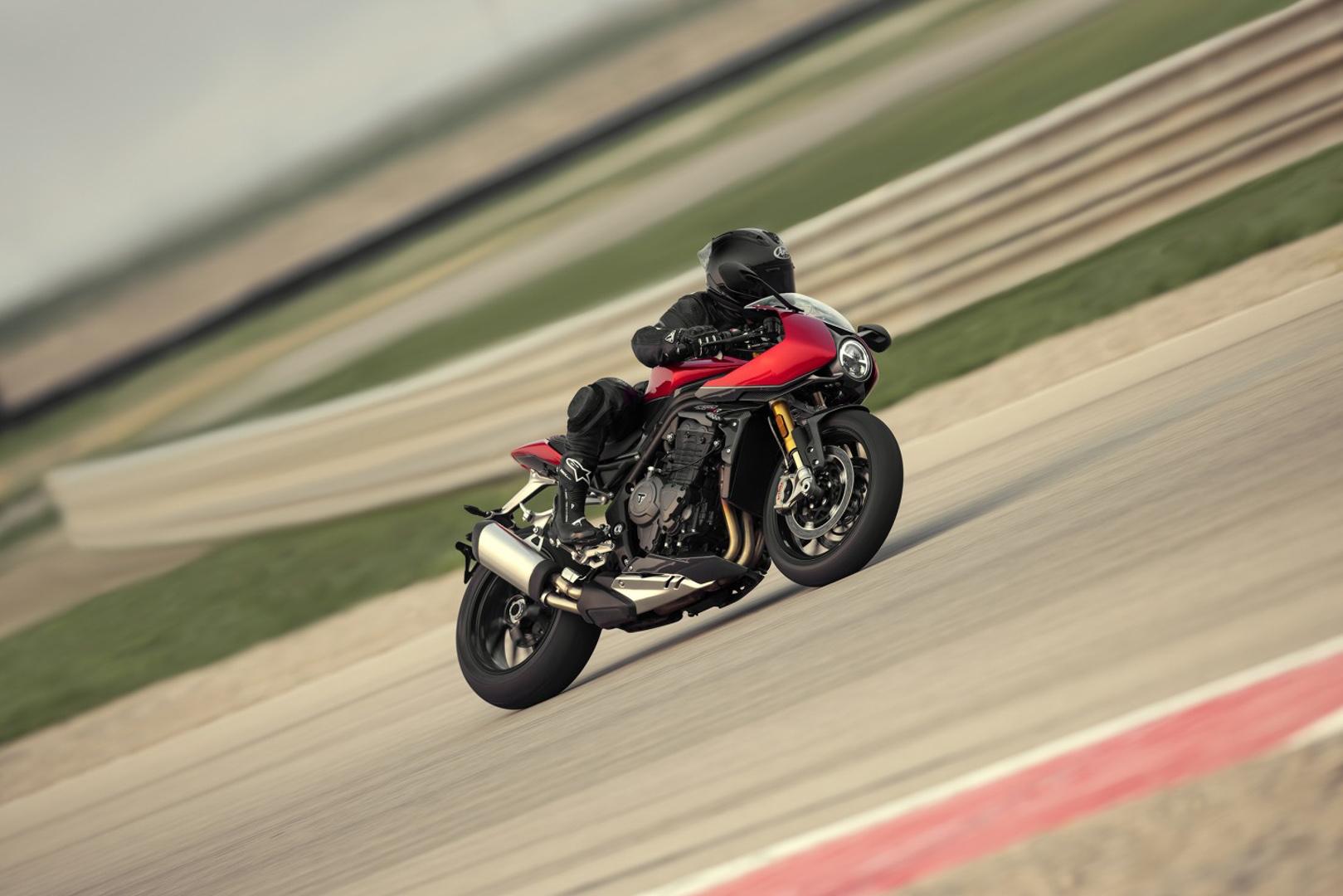 CP-Triumph Speed Triple 1200 RR (13).jpg