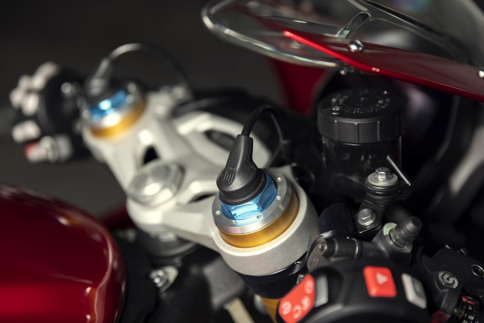 CP-Triumph Speed Triple 1200 RR (3).jpg