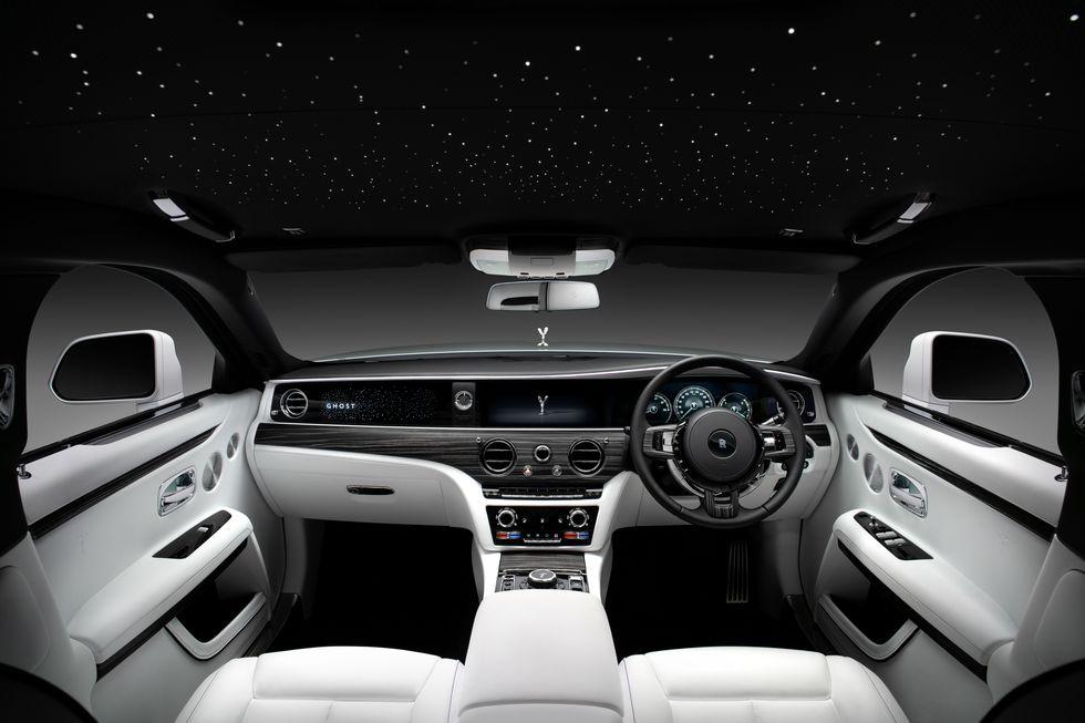 Điểm-qua-giá-bán-một-số-tùy-chọn-trên-Rolls-Royce-Ghost-thế-hệ-mới (3).jpg