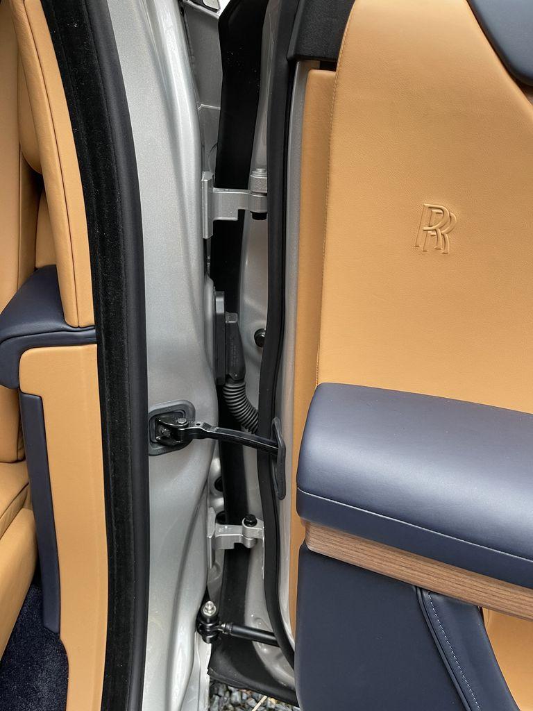 Điểm-qua-giá-bán-một-số-tùy-chọn-trên-Rolls-Royce-Ghost-thế-hệ-mới (8).jpg