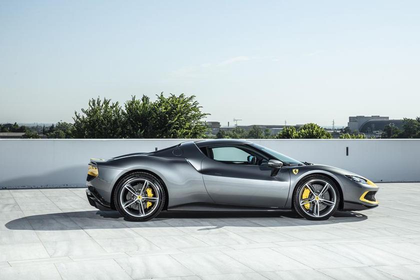 động-cơ-v6-trên-siêu-xe-Ferrari-296-GTB-có-gì-đặc-biệt (6).jpg