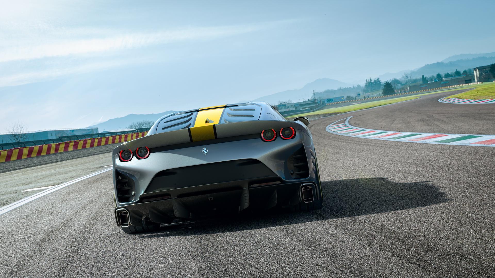 Ferrari-812-giới-hạn-ra-mắt (7).jpg