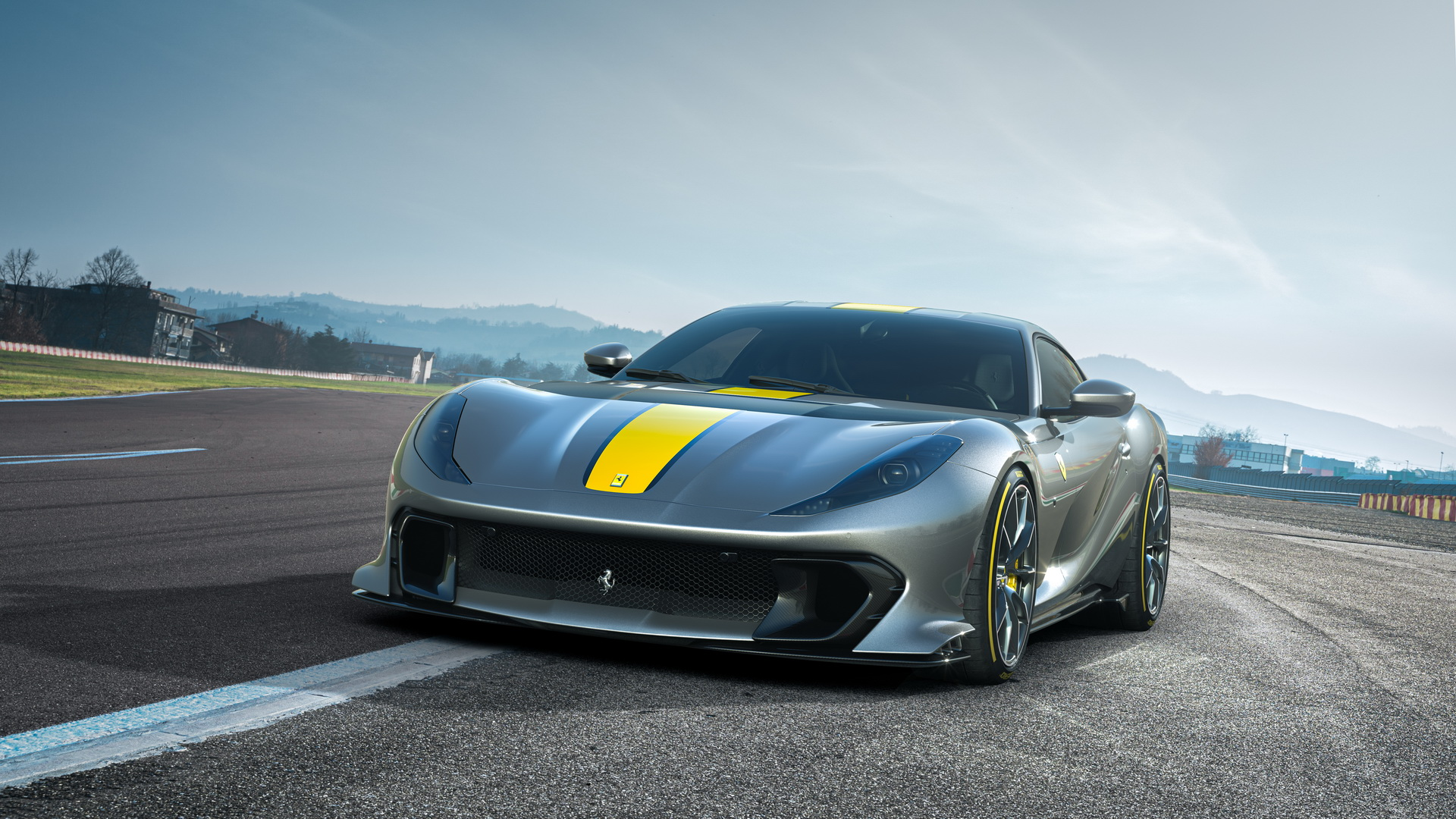 Ferrari-812-giới-hạn-ra-mắt (9).jpg