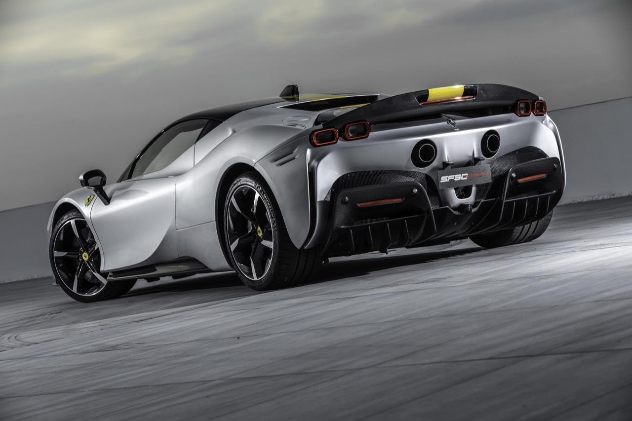 Ferrari-SF90-Stradale-lập-kỷ-lục-mới-tại-trường-đua-Indianapolis Motor-Speedway (2).jpg