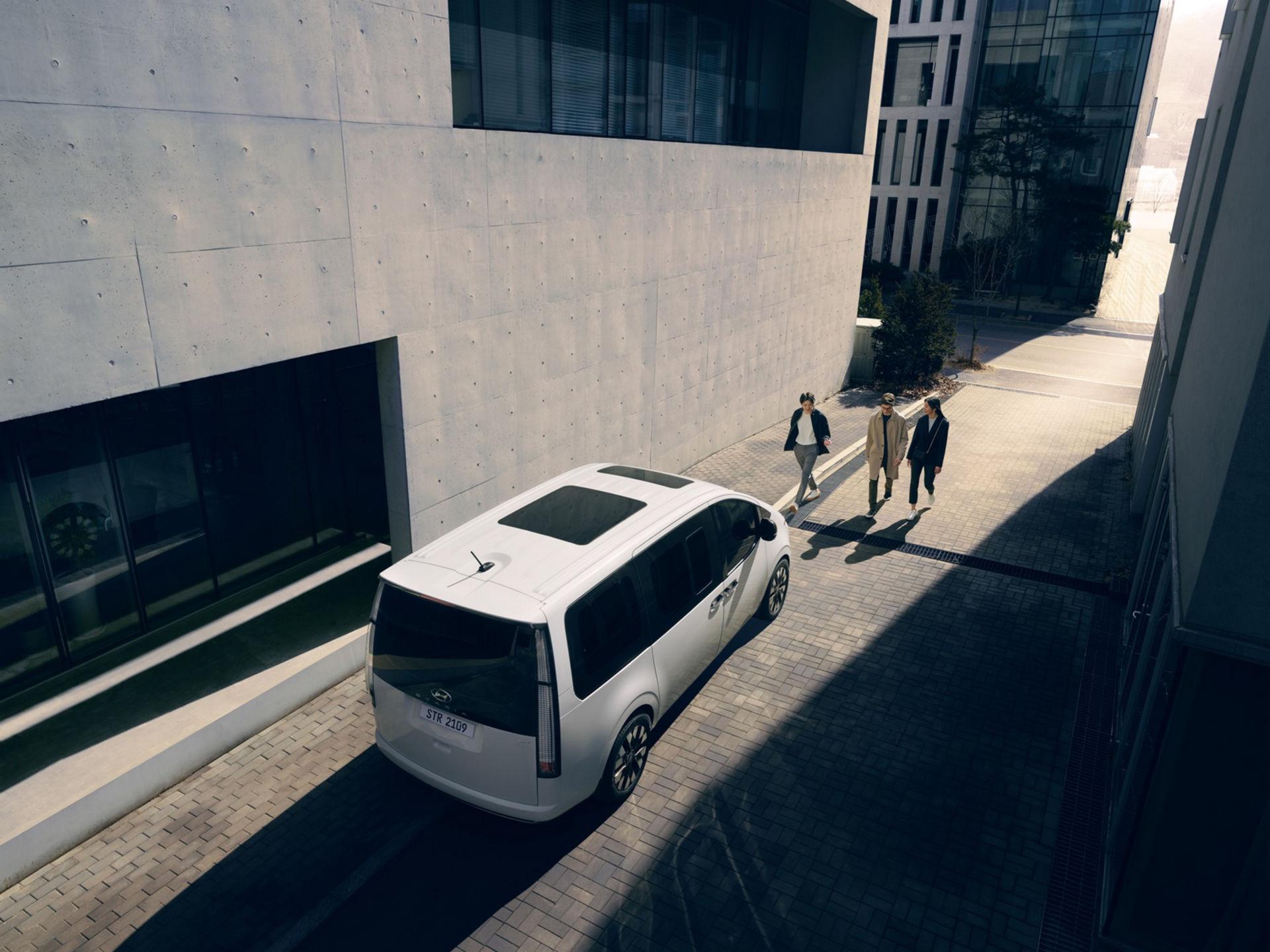 Hyundai-Staria-10.jpg