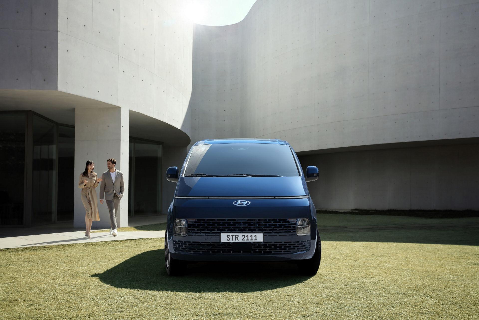 Hyundai-Staria-2-1.jpg