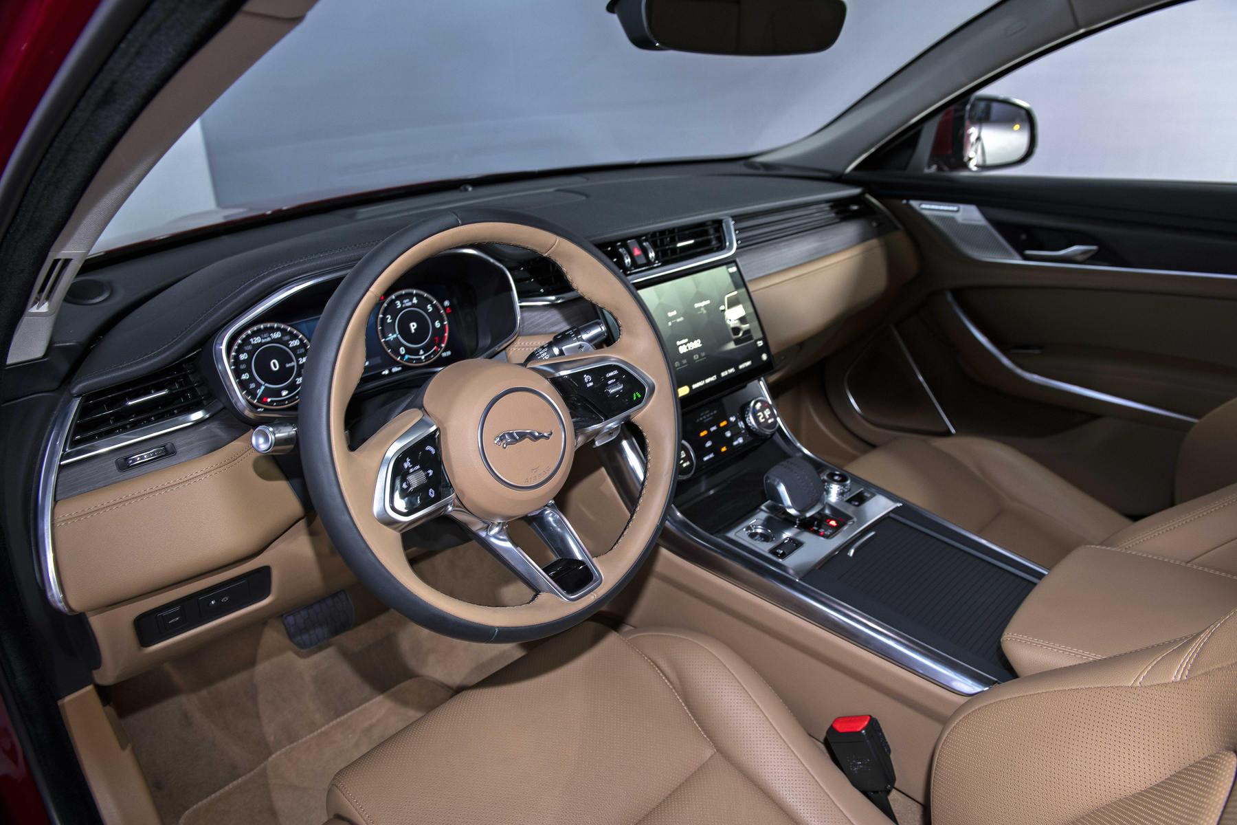 Jaguar XF Noi That 5.JPG