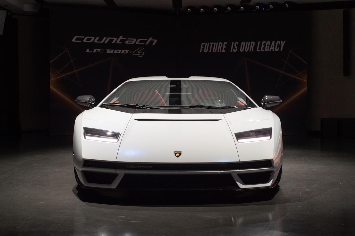 Lamborghini Countach LPI 800-4 (18).JPG