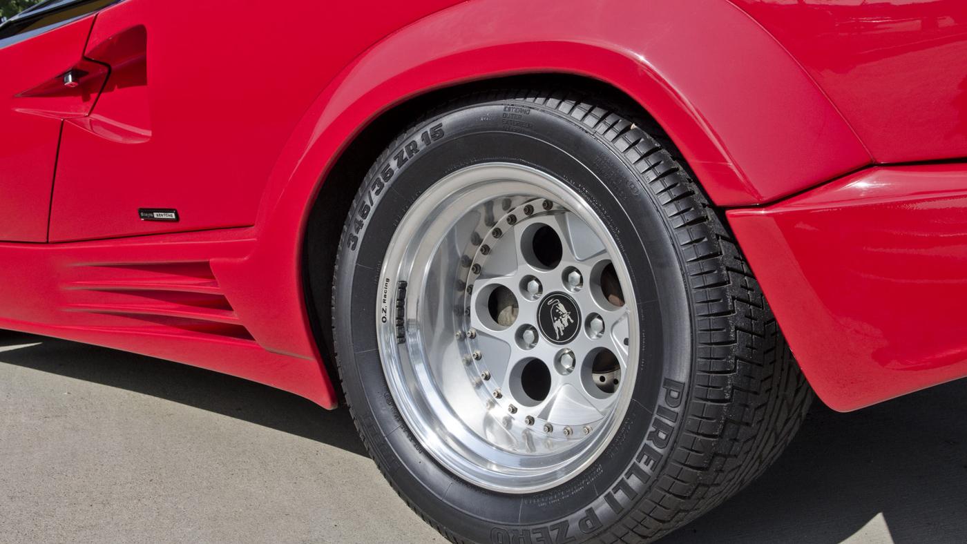 Lamborghini Pirelli (2).JPG