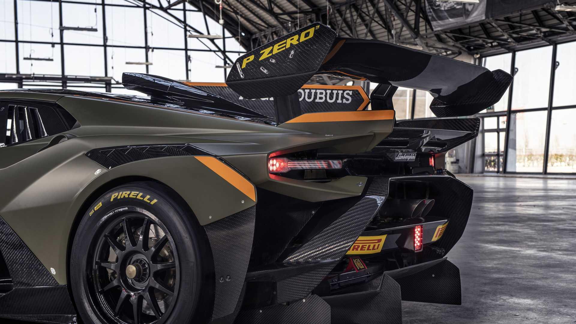 Lamborghini-trình-làng-xe-đua-Huracán-Super-Trofeo-EVO2 (2).jpg