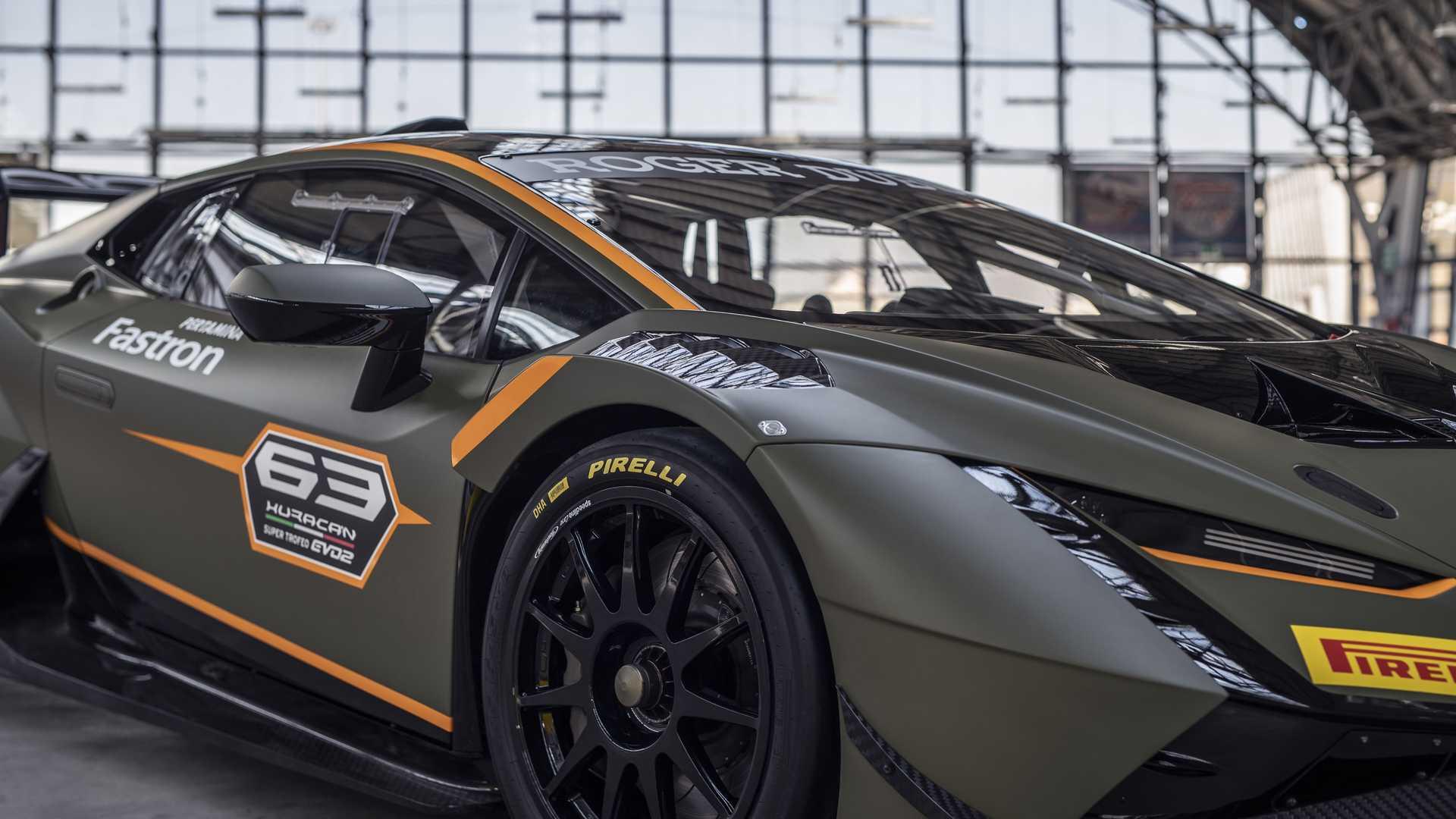Lamborghini-trình-làng-xe-đua-Huracán-Super-Trofeo-EVO2 (5).jpg