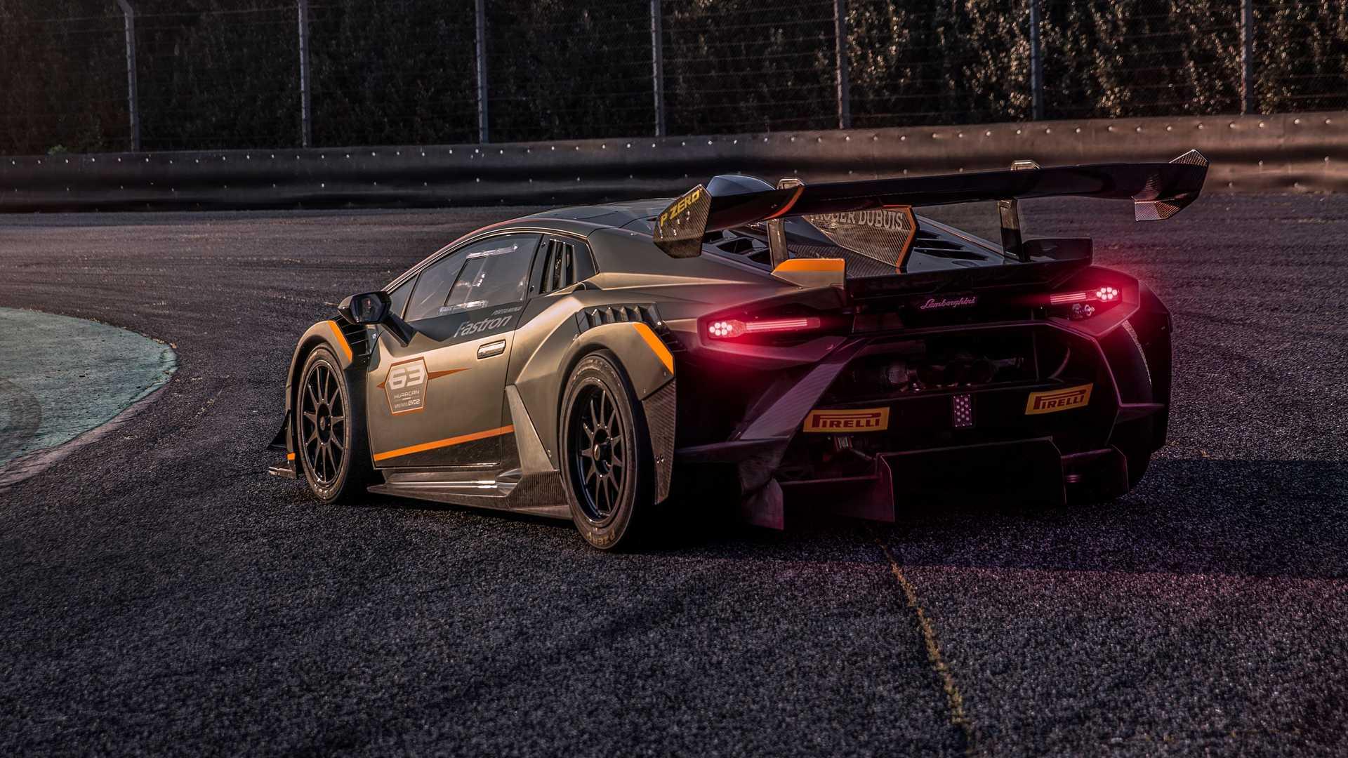 Lamborghini-trình-làng-xe-đua-Huracán-Super-Trofeo-EVO2 (7).jpg