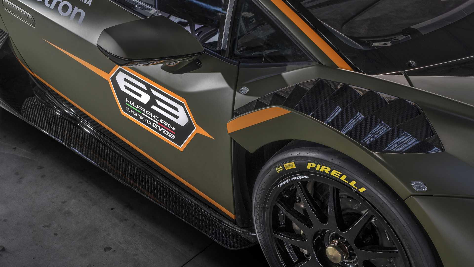 Lamborghini-trình-làng-xe-đua-Huracán-Super-Trofeo-EVO2 (9).jpg