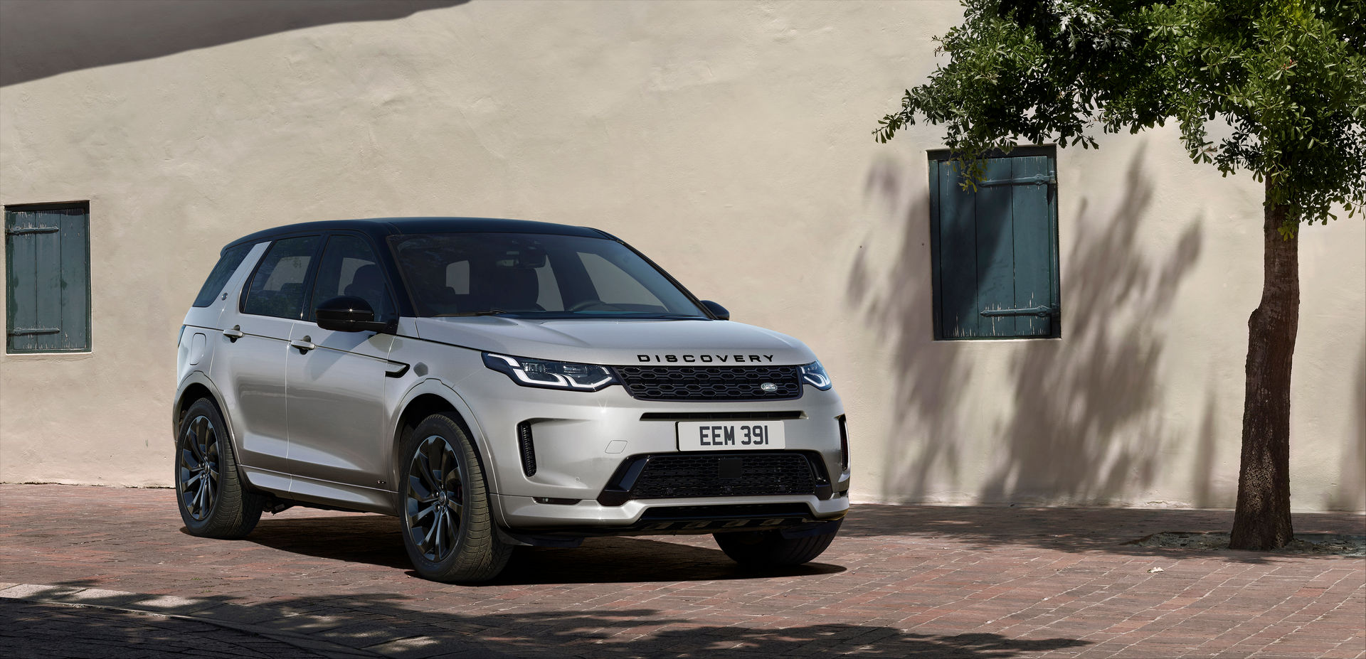 Land-Rover-Discovery-Sport-6-880x420.jpg