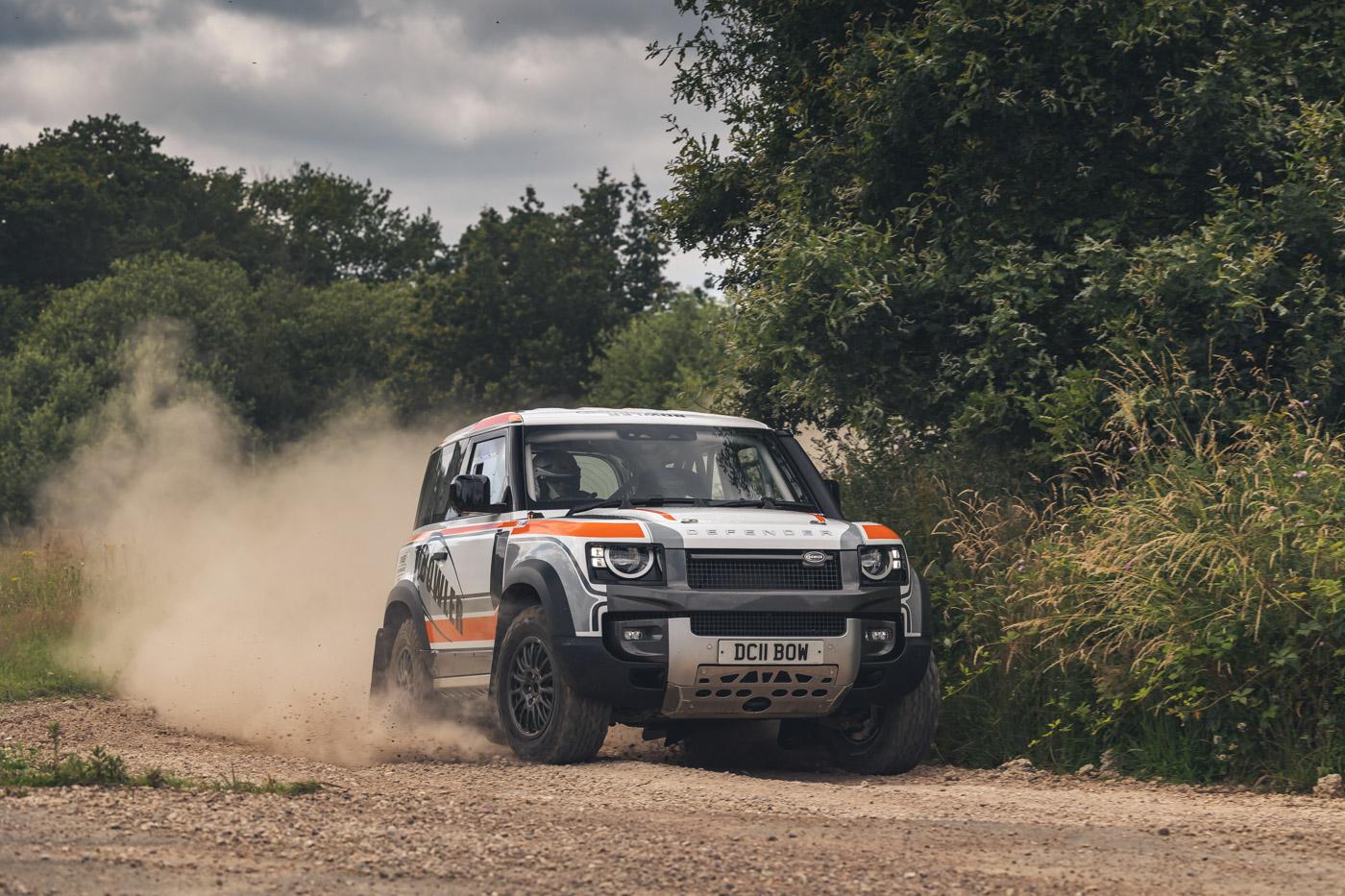 Land-Rover-hợp-tác-cùng-Bowler-ra-mắt-phiên-bản-đua-địa-hình-của-Defender-1.jpg