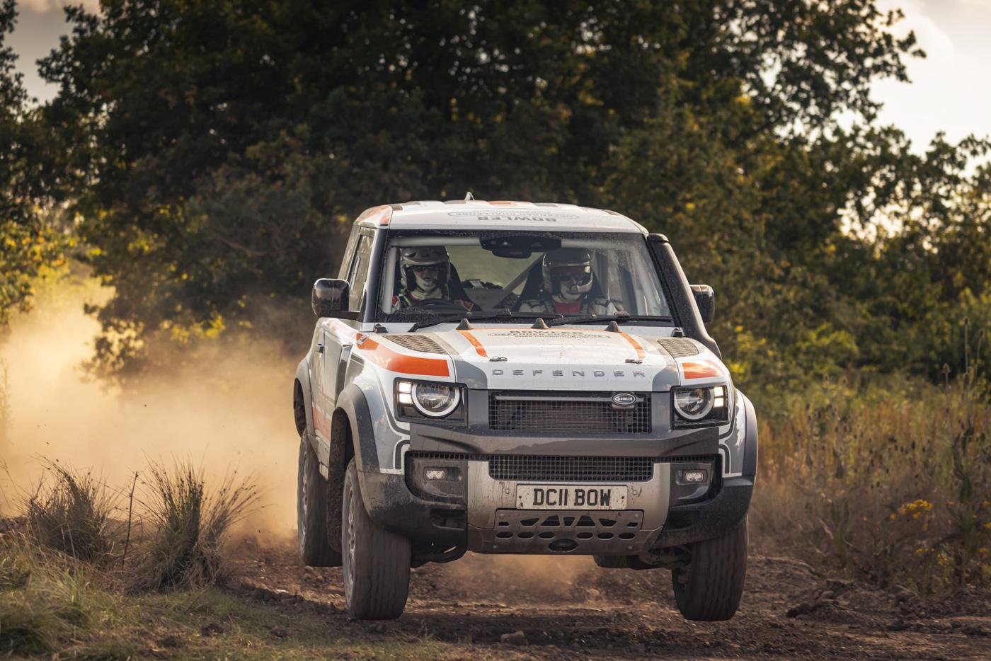Land-Rover-hợp-tác-cùng-Bowler-ra-mắt-phiên-bản-đua-địa-hình-của-Defender-11.jpg