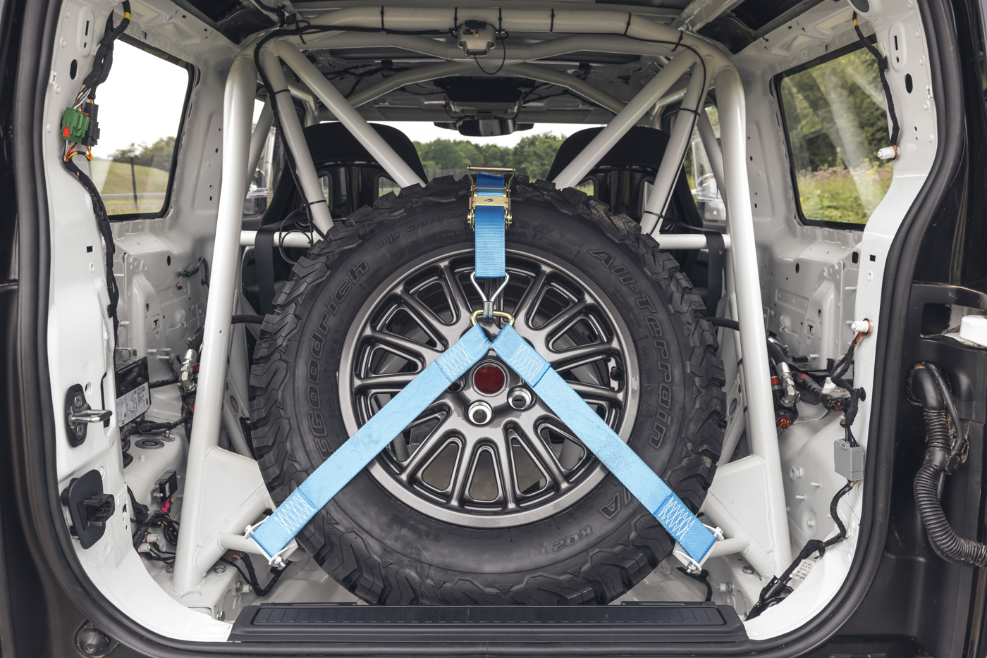 Land-Rover-hợp-tác-cùng-Bowler-ra-mắt-phiên-bản-đua-địa-hình-của-Defender-16.jpg